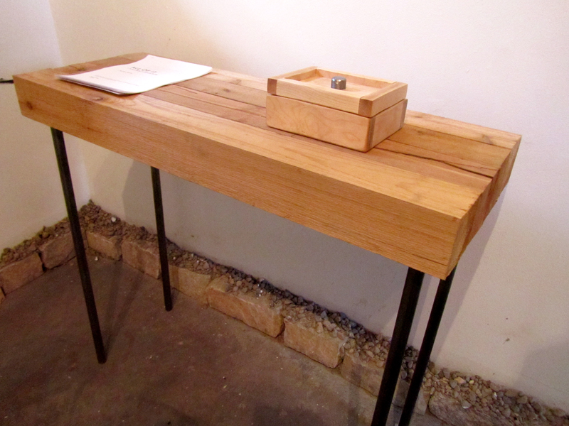 a stable table